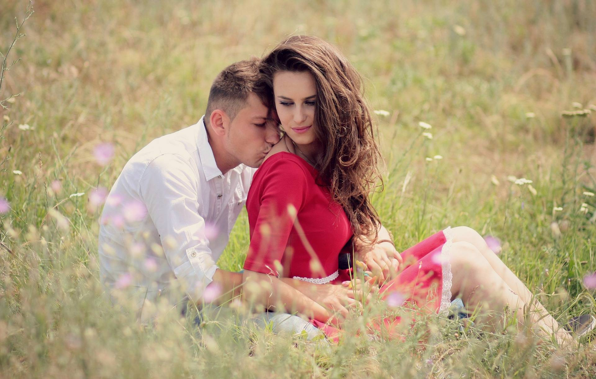 Signs To Predict That You're In a Cute Relationship