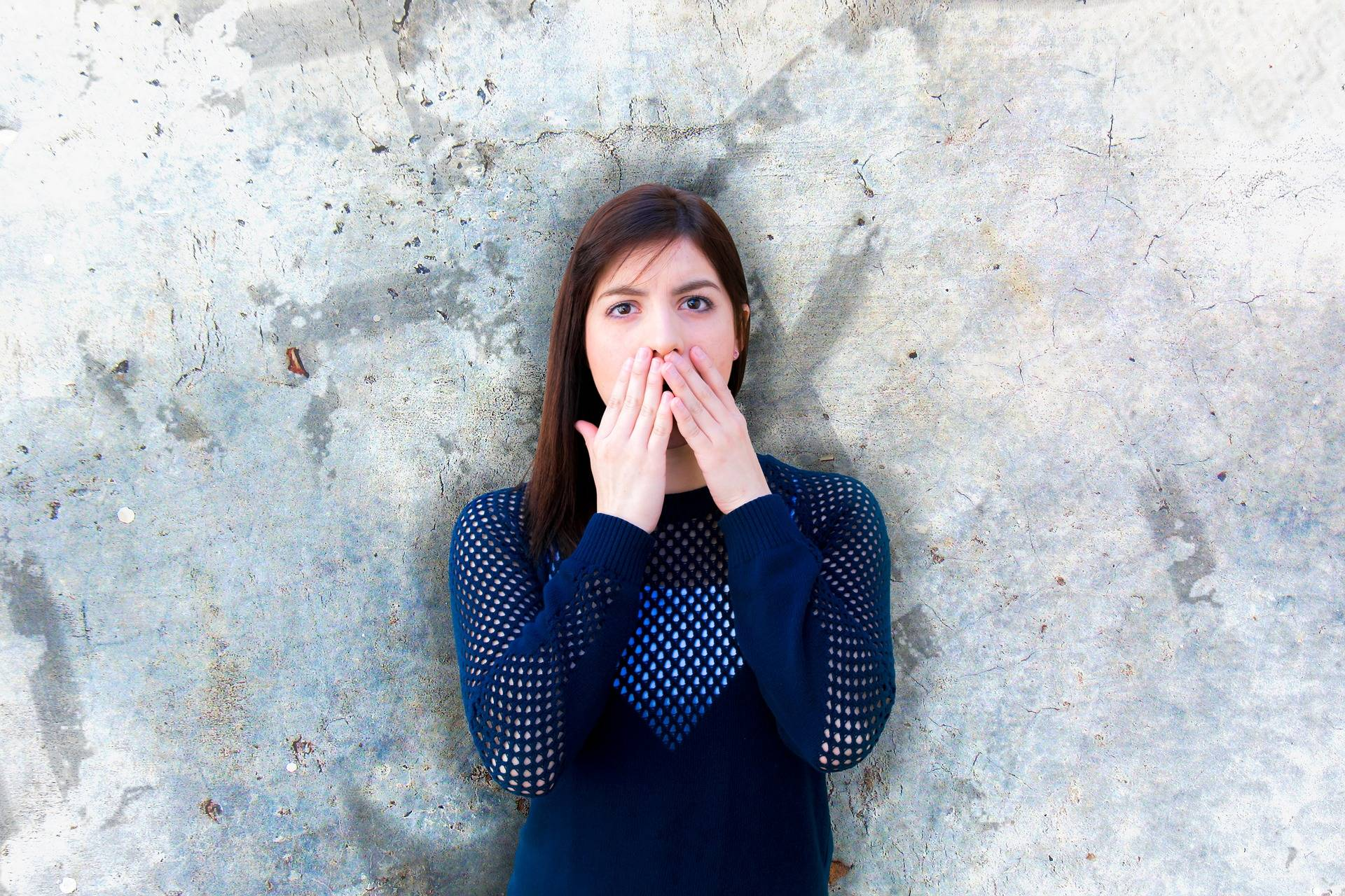 Body Language Attraction :How Can You Use it to Attract Someone?