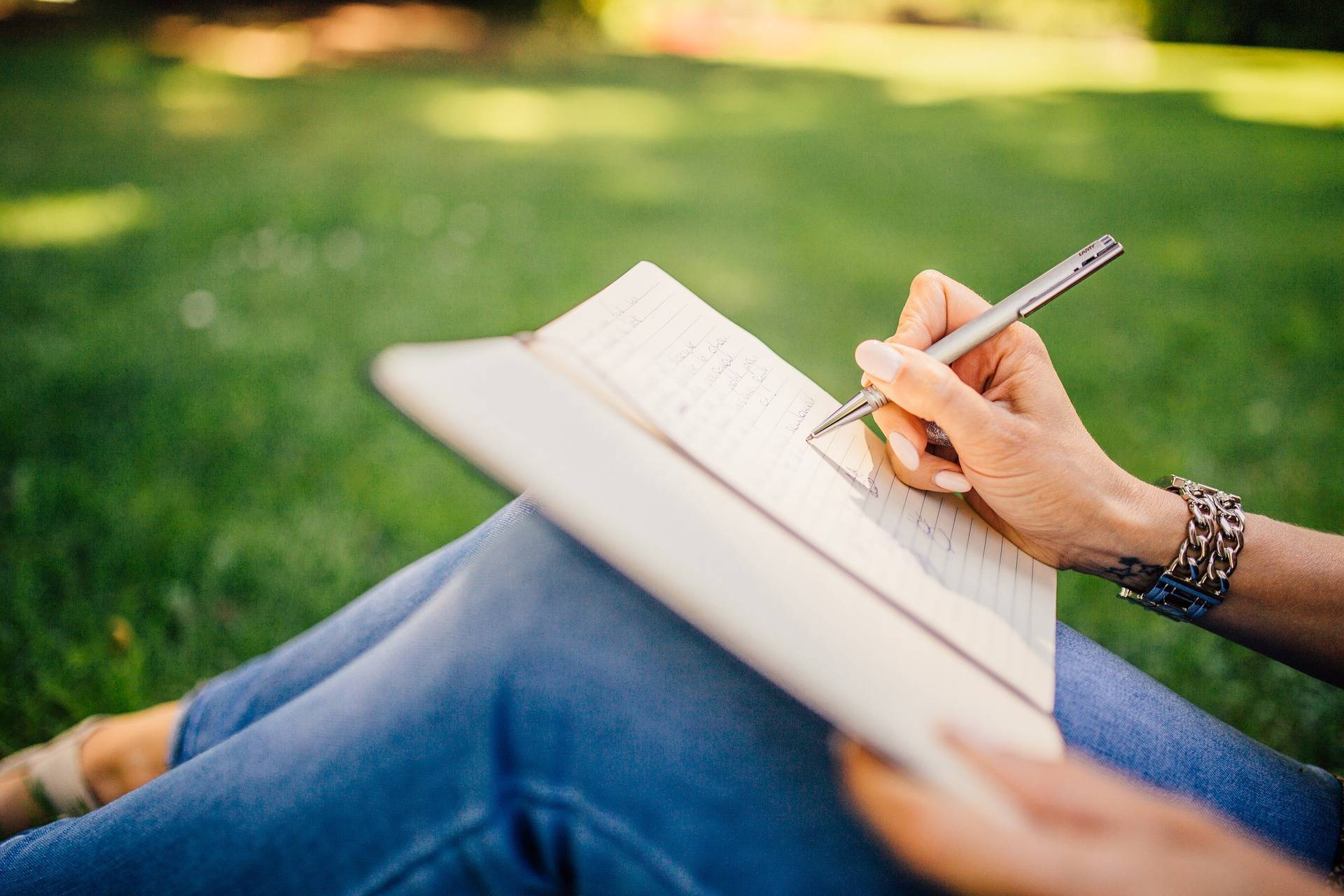 Dating a Writer: What are the Pros & Cons