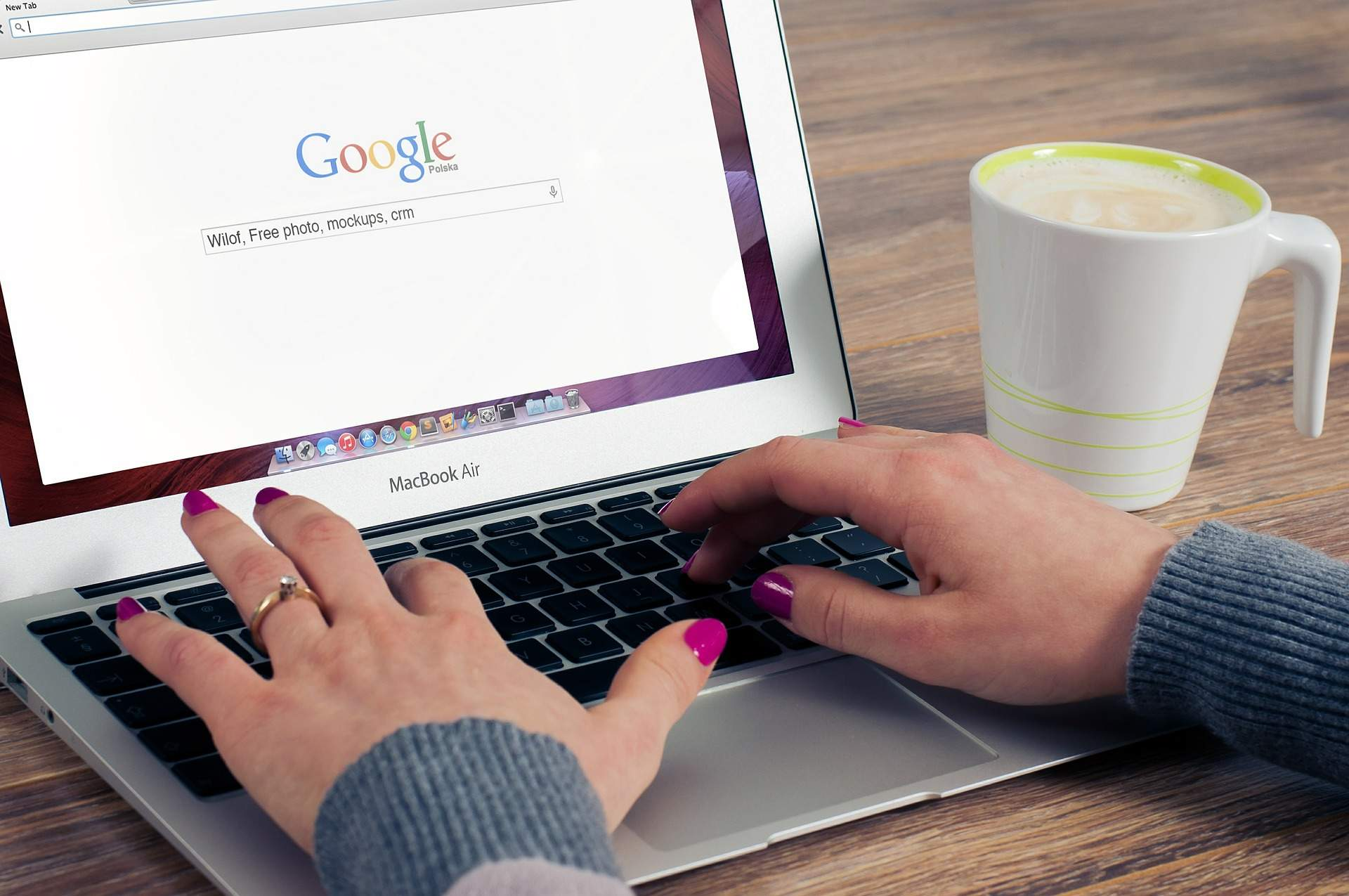 Pros & Cons of Googling Your Date